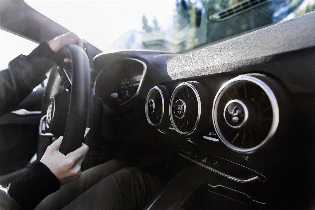 2015-Audi-TTR-150014-06