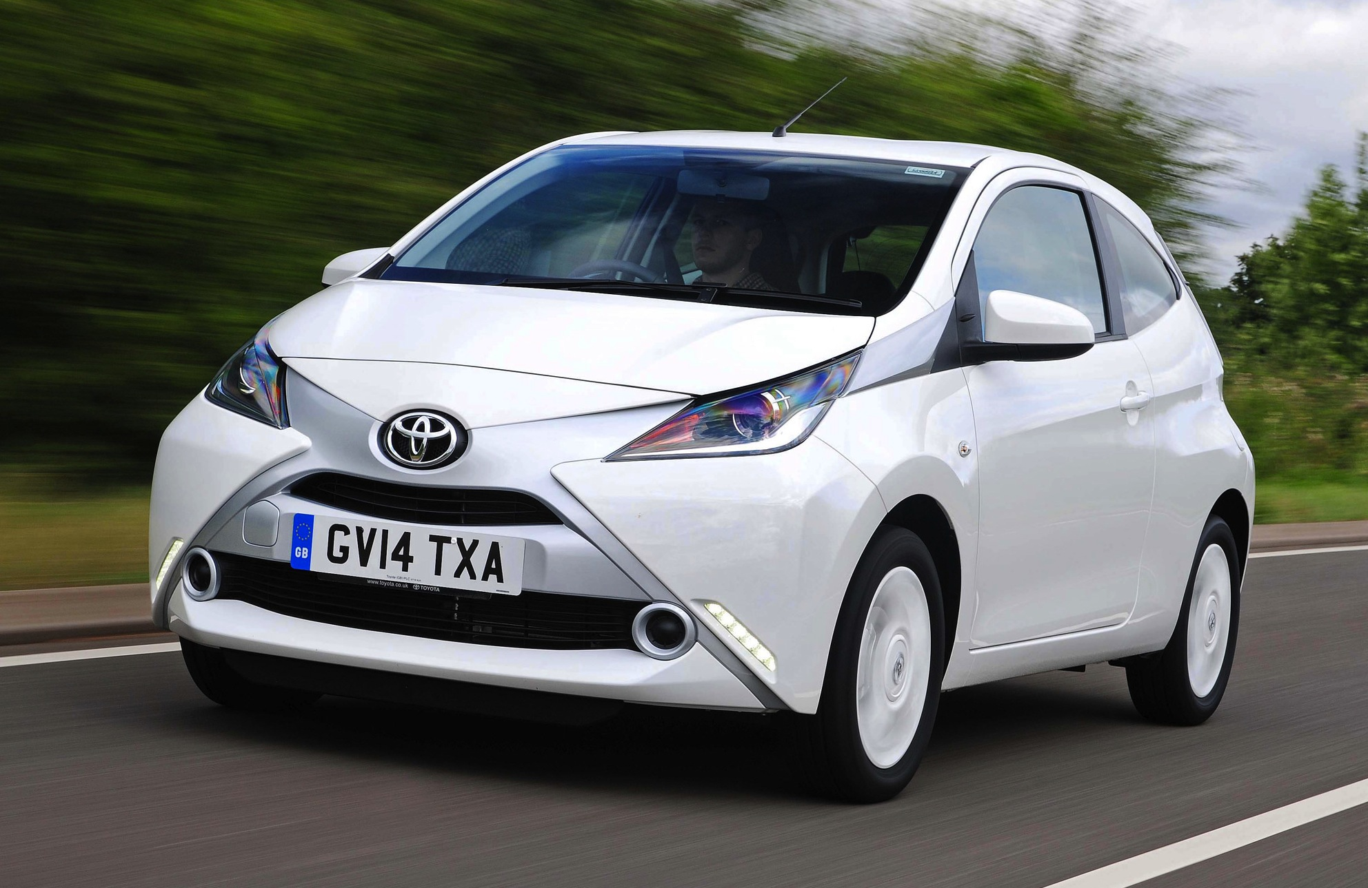 toyota aygo x pure il total white conquista. Black Bedroom Furniture Sets. Home Design Ideas