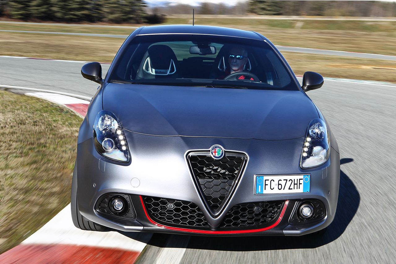 alfa giulietta veloce 1750 turbo benzina con la 4c nel cuore. Black Bedroom Furniture Sets. Home Design Ideas