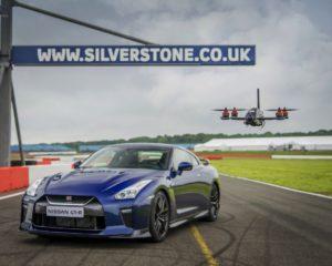 Nissan GT-R sfida il drone GT-R