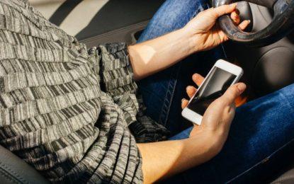 Smartphone alla guida: un hashtag lo sotterrerà