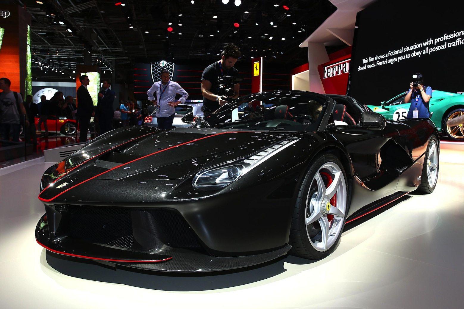 Parigi, svelata la nuova Ferrari GTC4Lusso T
