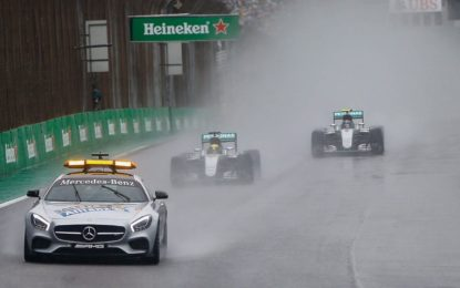Hamilton vince sotto il diluvio: il titolo si decide negli Emirati