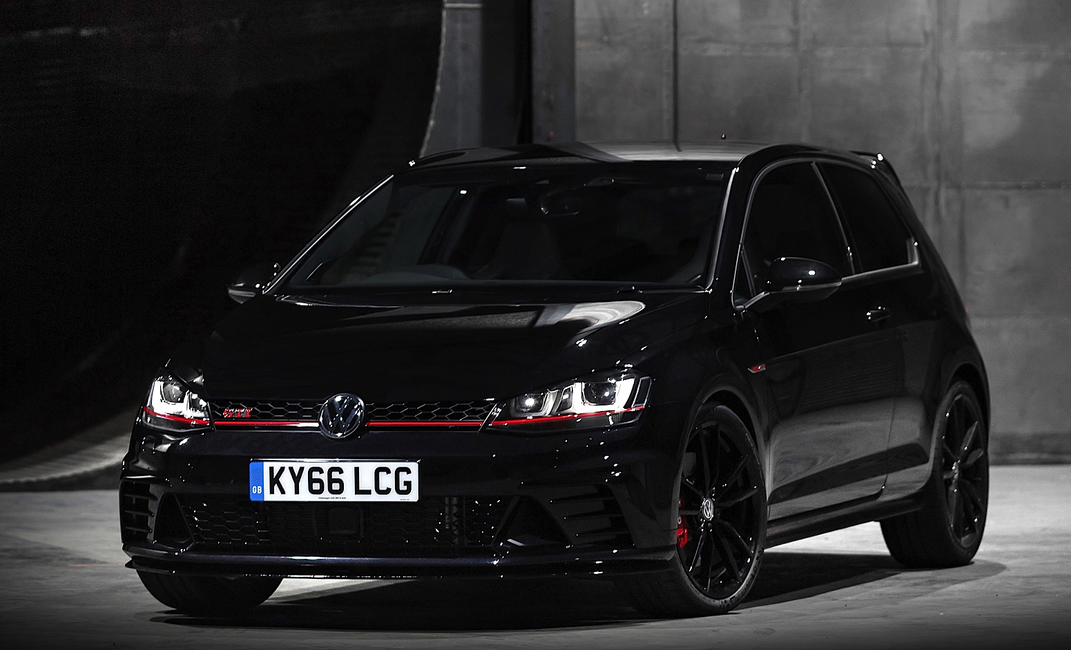 volkswagen golf gti clubsport edition 40 festeggia i 40. Black Bedroom Furniture Sets. Home Design Ideas