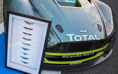 I badge alati Aston Martin personalizzati corse