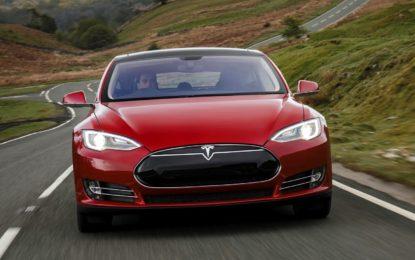Tesla Model S: Adrenalina nel silenzio assoluto