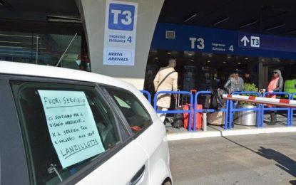 """Servizio taxi bloccato. Proteste contro """"gli abusivi"""": inutili"""