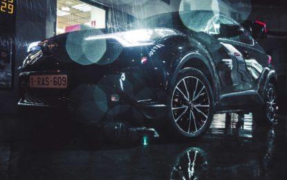 Toyota C-HR: foto riflesse ne strappano l'anima