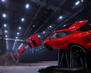 Acrobazie feline di Jaguar E-PACE: è Guinness World Record