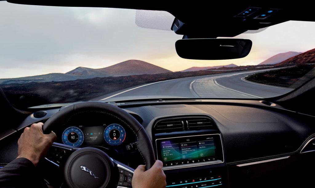 Jaguar F-Pace SVR: con il V8 vado al massimo - MotorAge ...