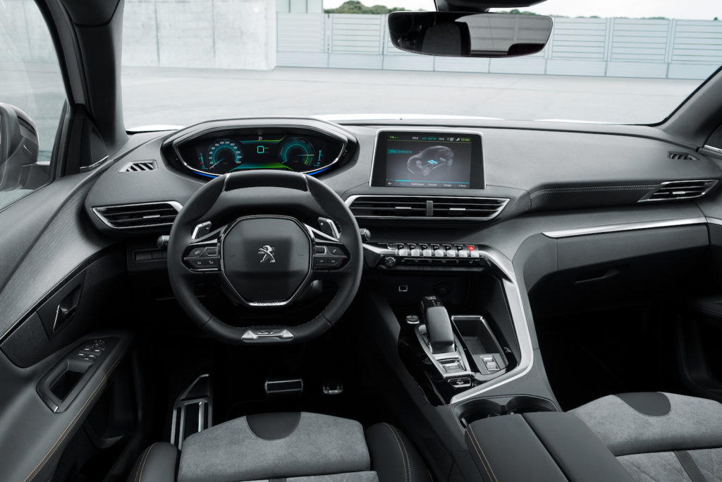 Peugeot 3008 GT HYBRID4 interni