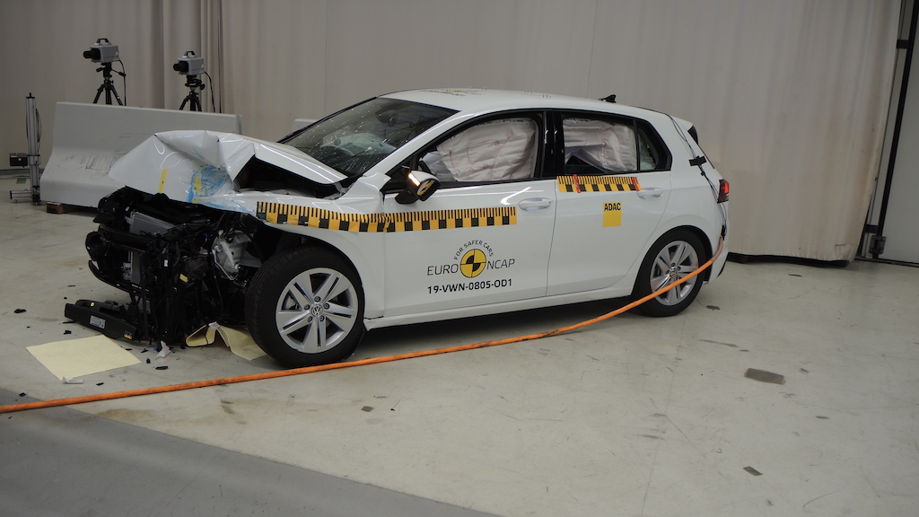 Test Euro NCAP, cinque stelle per la Volkswagen Golf 8