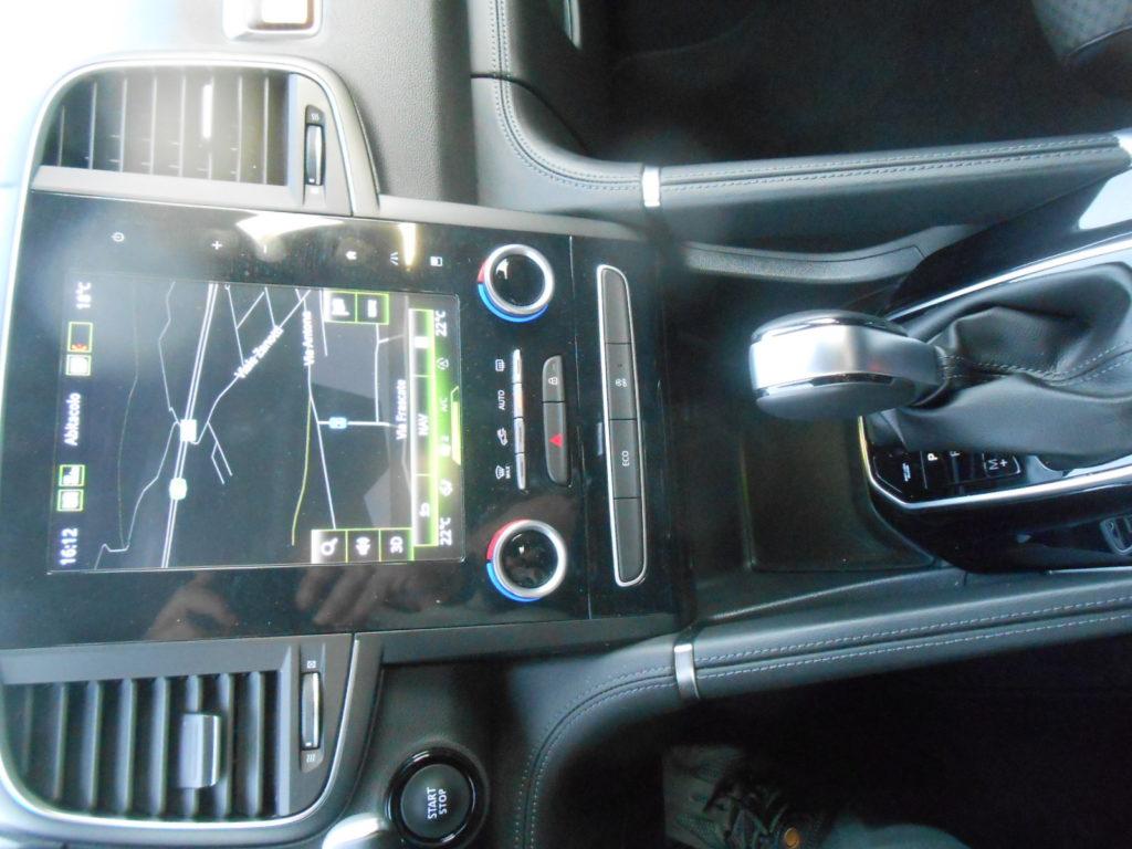 Renault Koleos X-Tronic 4x4, touchscreen, Test MotorAge