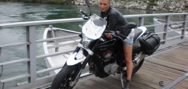 Husqvarna Nuda Test Drive MotorAge.it con modella, 2012, Ponte delle Barche