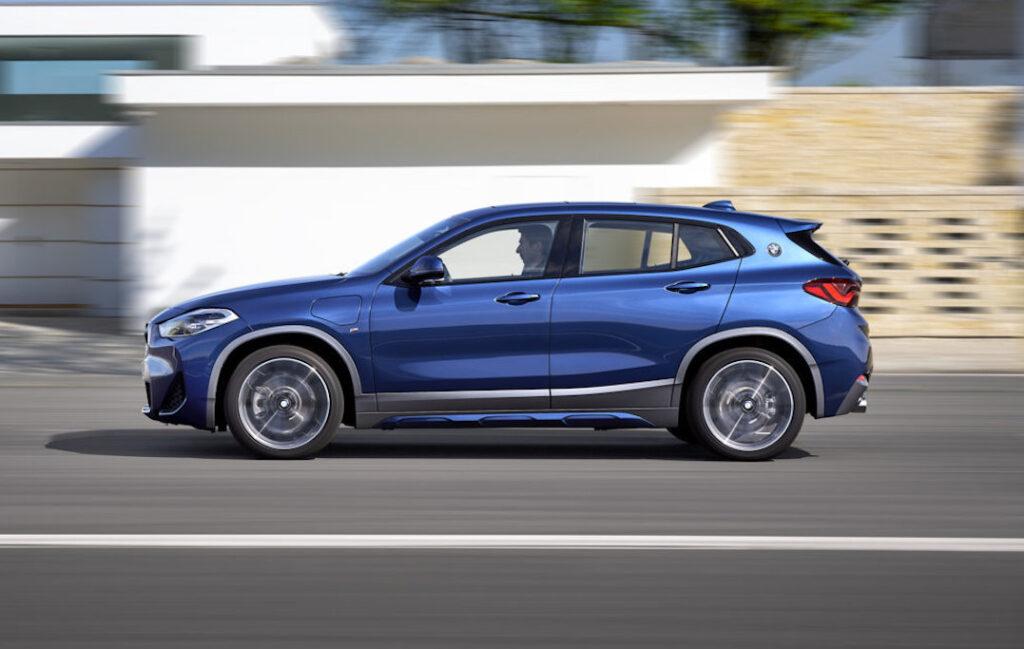 BMW X2 xDrive 25e: con il restyling debutta la versione ibrida plug-in