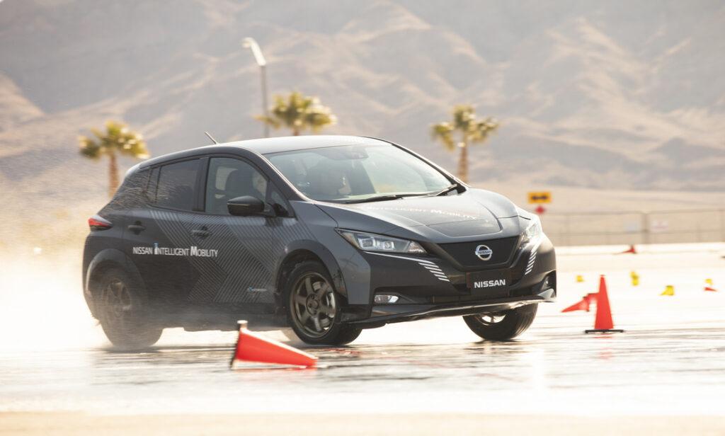Nissan LEAF con sistema di trazione integrale e-4ORCE nei test al CES di Las Vegas, 2020
