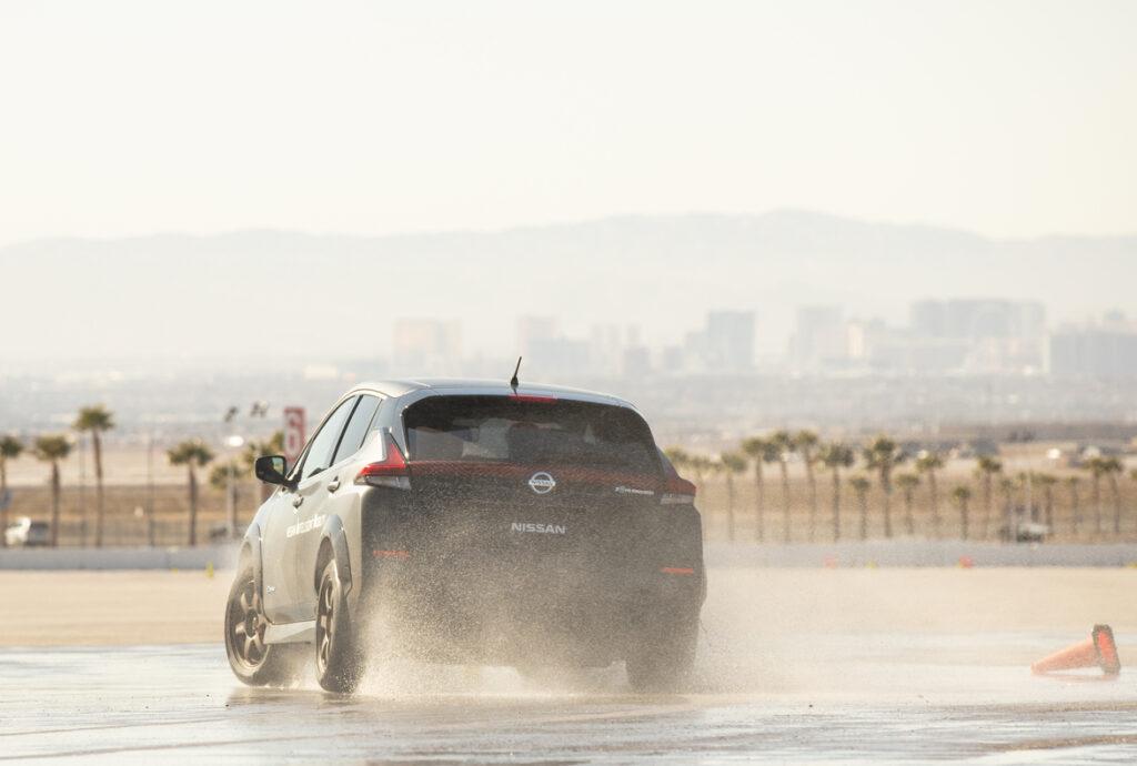 Nissan LEAF equipaggiata di sistema di trazione integrale e-4ORCE per veicoli con doppio motore elettrico . Test al CES. Las Vegas, 2020