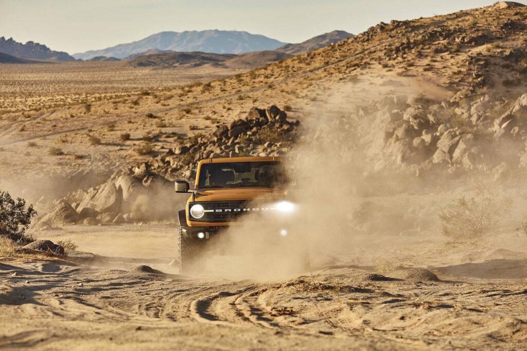 Ford Bronco 2021 running in desert