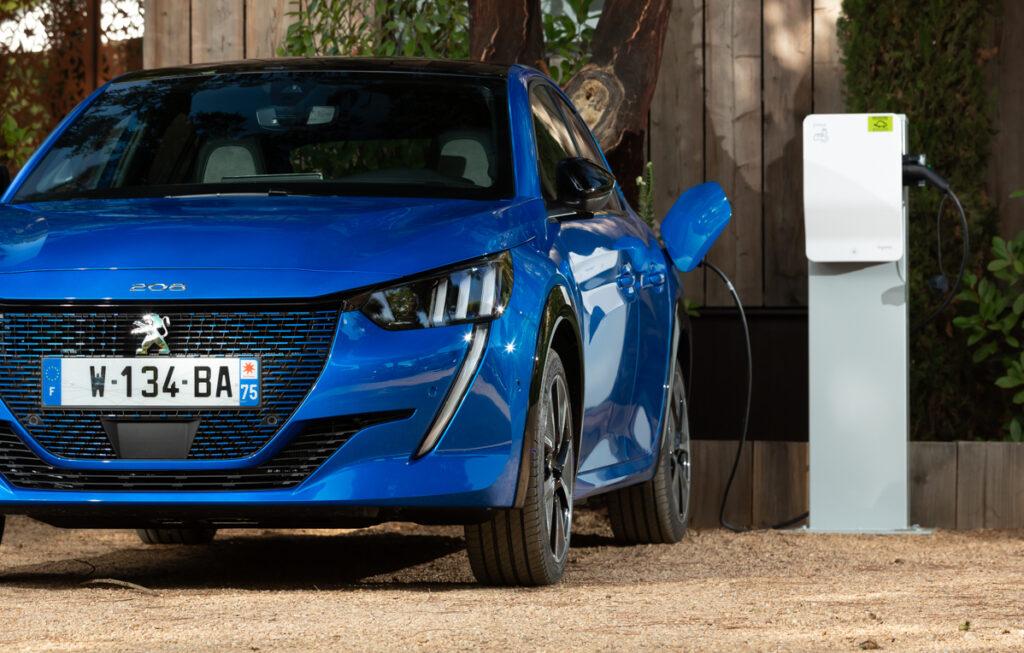 Peugeot e-208: uno scatto e sei già nel futuro