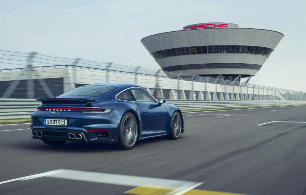 Porsche 911 Turbo: un termine di paragone da 45 anni