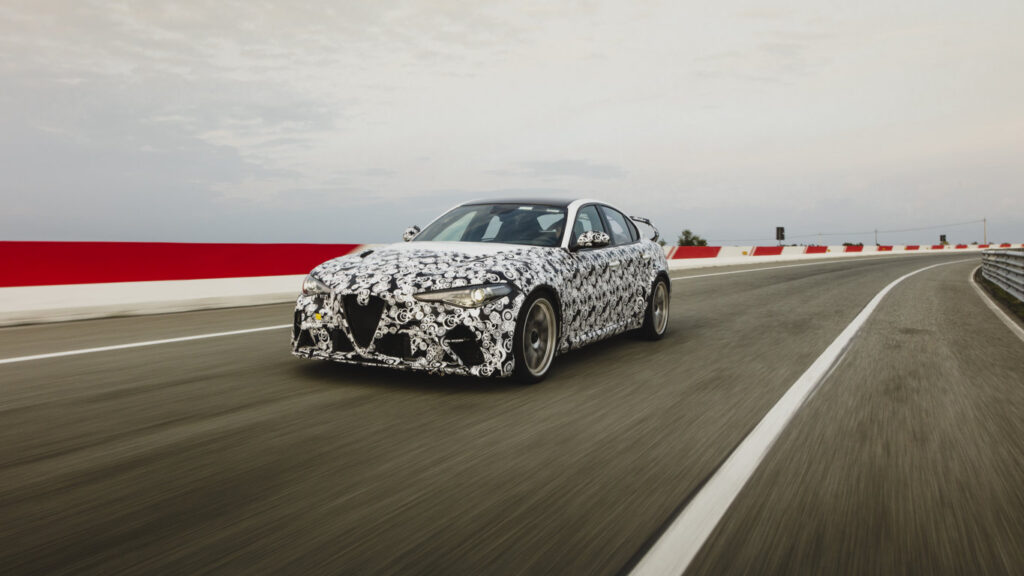 Alfa Romeo Giulia GTA testata da Raikkonen e Giovinazzi