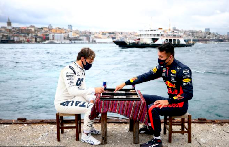 Gasly (Alpha Tauri) con Alexander Albon (Red Bull) - Gran premio di Turchia