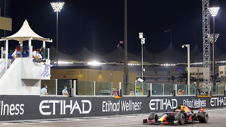 GP di Abu Dhabi: Verstappen vince e le Ferrari doppiate
