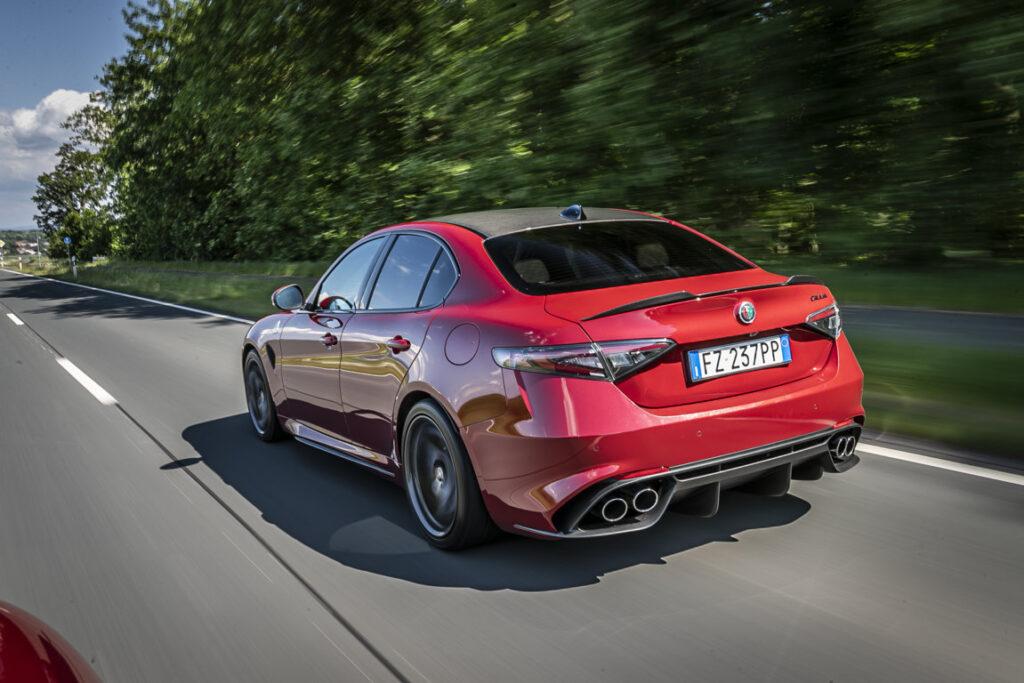 Alfa Romeo Giulia Quadrifoglio 2020: test  della rossa da competizione