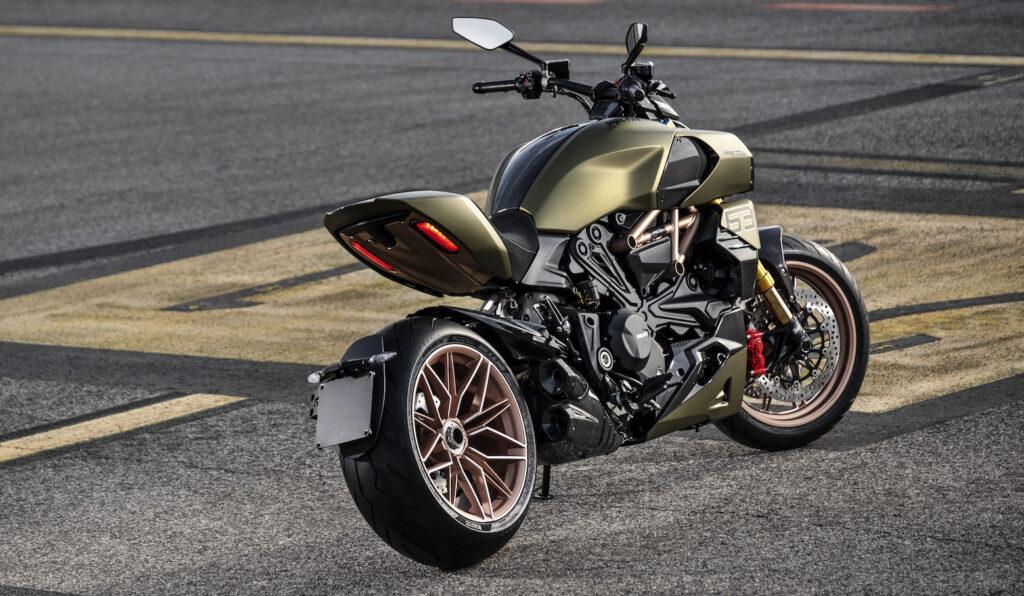 Ducati Diavel 1260 Lamborghini: incontro tra moto e supercar