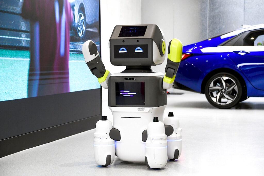 DAL-e robot umanoide di Hyundai per i nuovi servizi clienti negli showroom