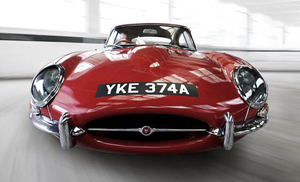 La Jaguar E-Type compie 60 anni