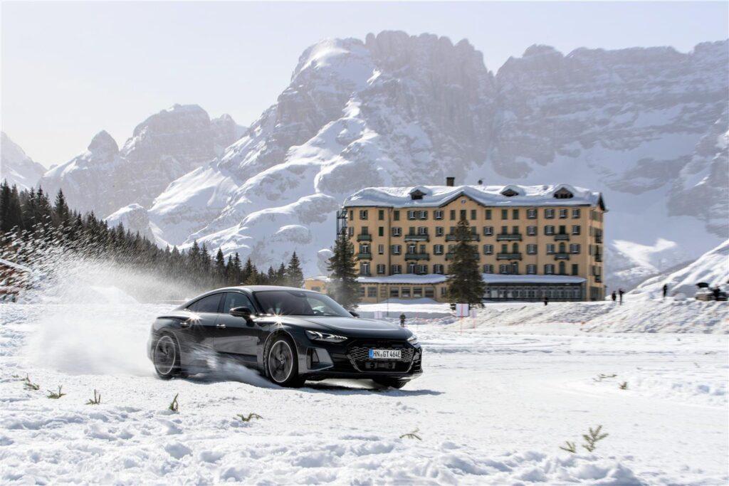 Audi e-tron GT costituisce l'apice dell'evoluzione sostenibile della sportività dei quattro anelli