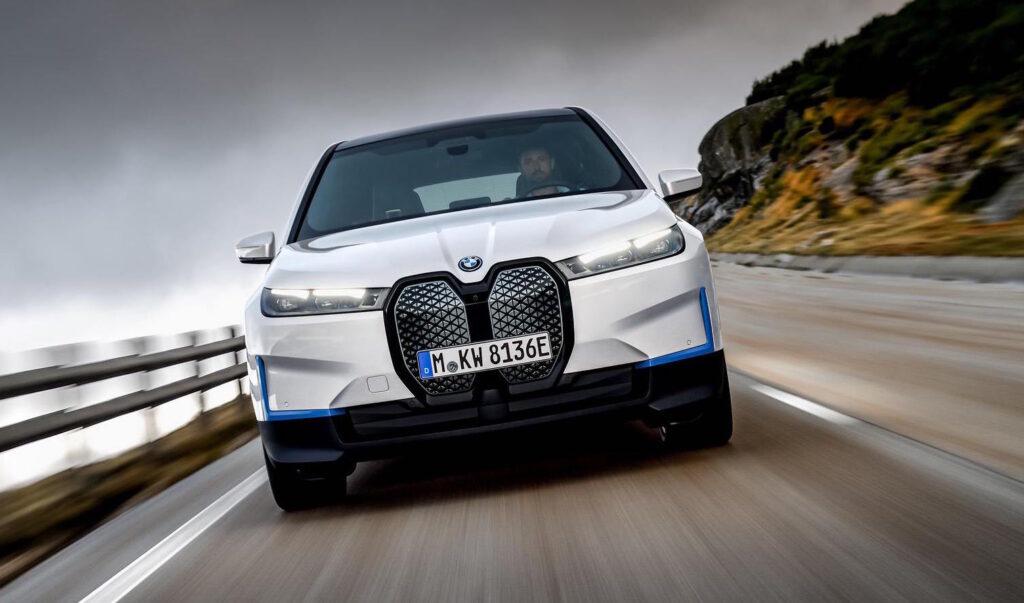 BMW iX xDrive50 e iX xDrive40: i nuovi SUV elettrici da 500 CV