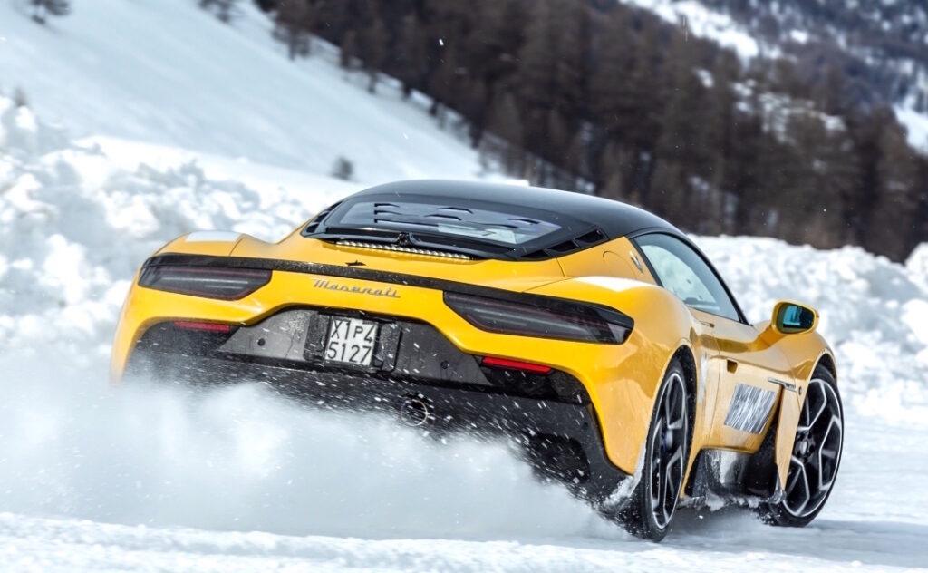 Test sulla neve per la Maserati MC20