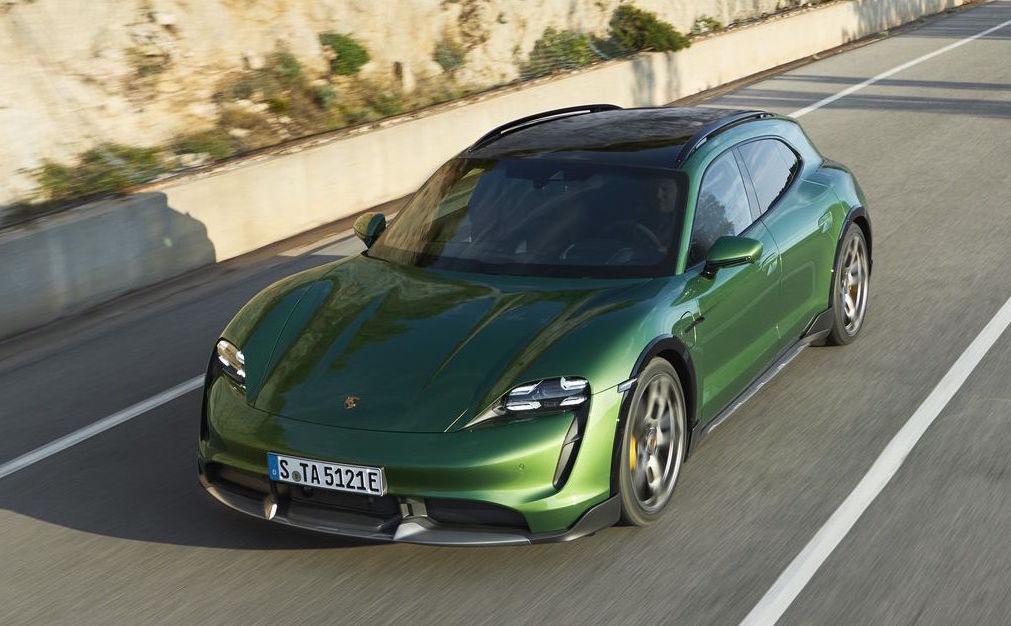 Porsche presenta la Taycan Cross Turismo, ampliando la sua prima linea di sportive elettriche al 100%.
