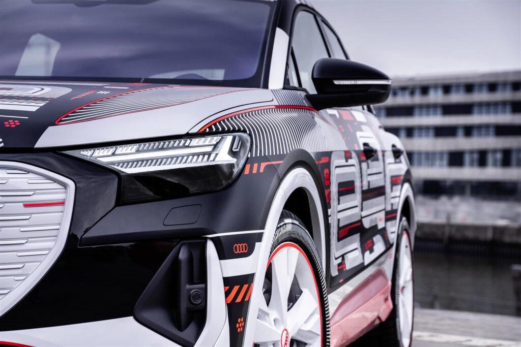 Esposta la nuova Audi Q4 e-tron nella Biblioteca degli Alberi Milano