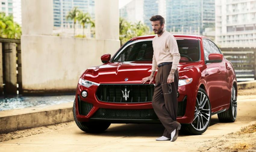David Beckham che si esibisce in una prodezza alla guida di una Maserati