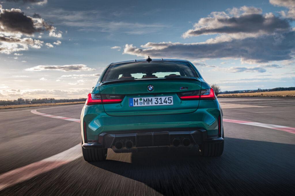 Guidando al limite in circuito, la BMW M3 Competition dimostra un comportamento esemplare nelle curve.