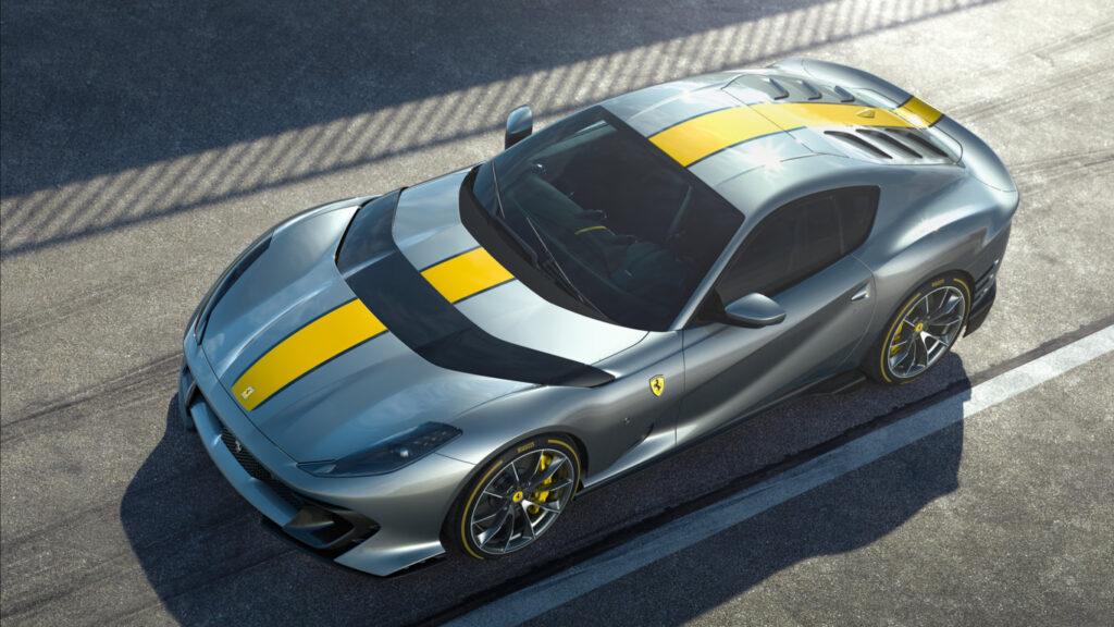 La nuova versione speciale V12 Ferrari è un'auto dalla personalità propria, nettamente distinta dalla 812 Superfast su cui è basata.