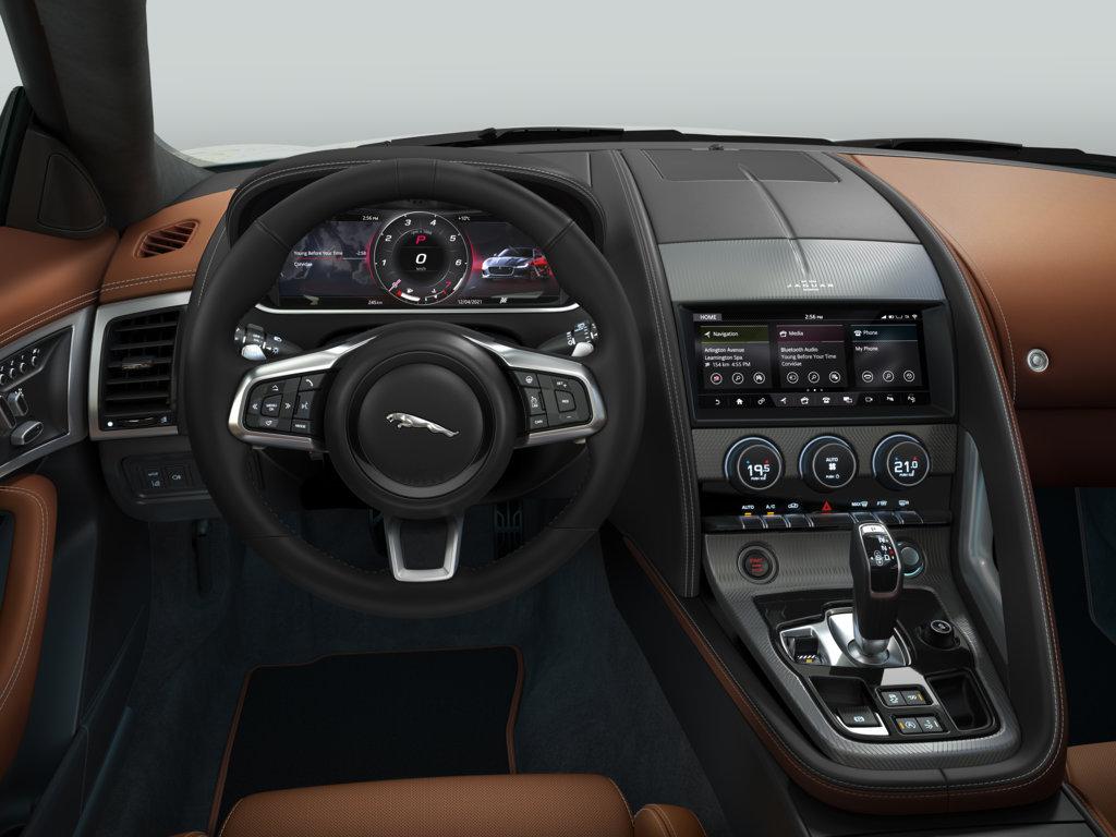 Jaguar F-Type si presenta in una nuova versione con equipaggiamento di serie molto ricco