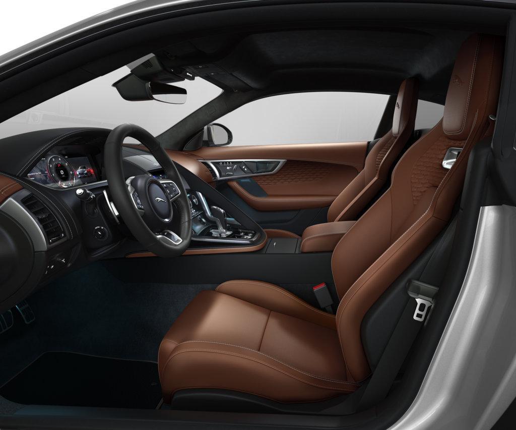 """L'esclusivo abitacolo a due posti """"secchi"""" della Jaguar F-Type viene arricchito da sedili Performance in pelle Windsor"""