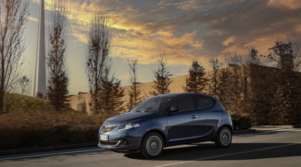 La Lancia Ypsilon mantiene fede alla tradizione più pura del marchio che vede auto molto confortevoli