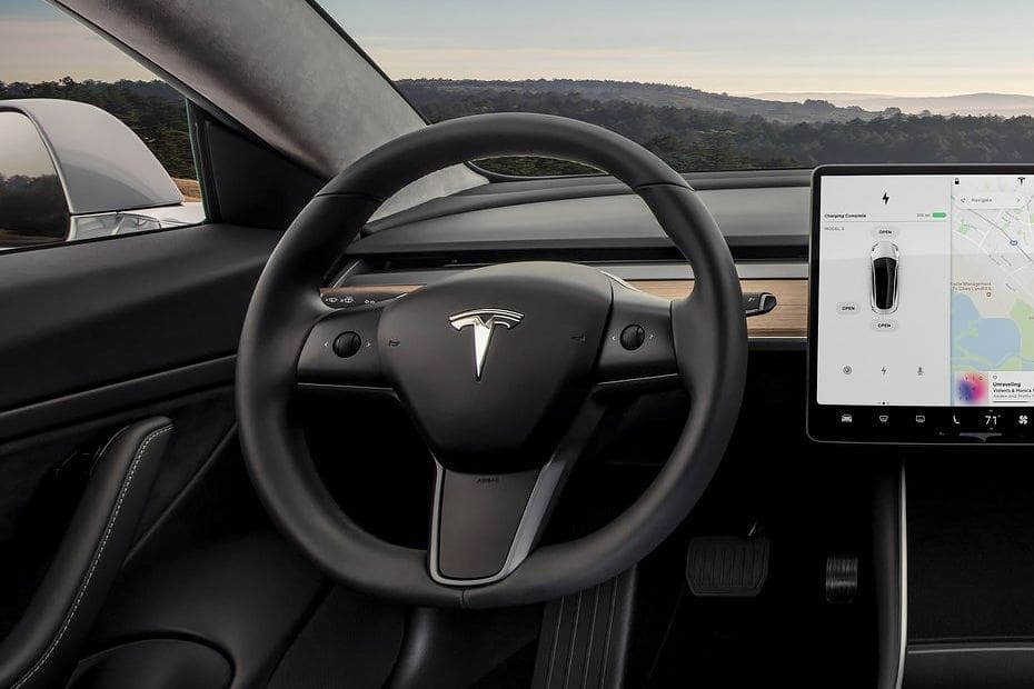 "Tesla Model 3 vince nella battaglia ""social"""