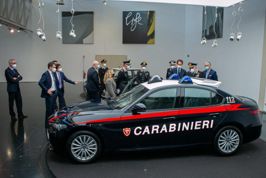 Le nuove Alfa Romeo Giulia rafforzano il sodalizio storico tra Alfa Romeo e i Carabinieri