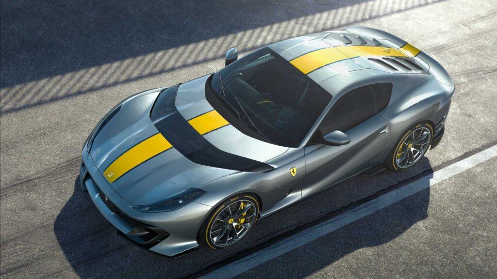 Le migliorie più rilevanti sulla Ferrari 812, tuttavia, riguardano distribuzione e teste cilindri