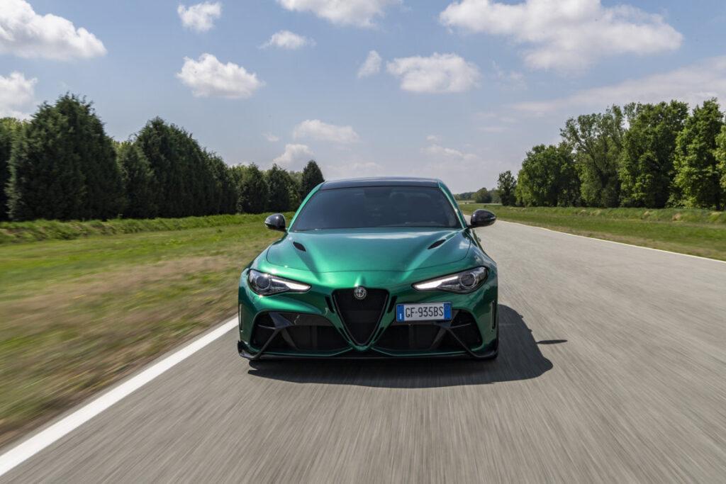 La nuova Giulia GTA è immediatamente riconoscibile per la caratterizzazione esclusiva estetica e funzionale