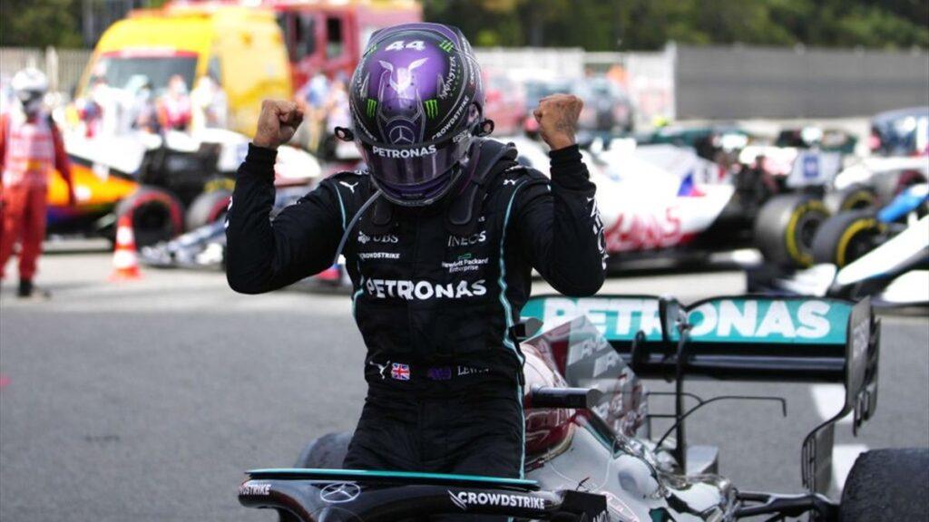 Trionfo di strategia per Lewis Hamilton che ha vinto il GP di Spagna, facendo segnare la quarta vittoria consecutiva.