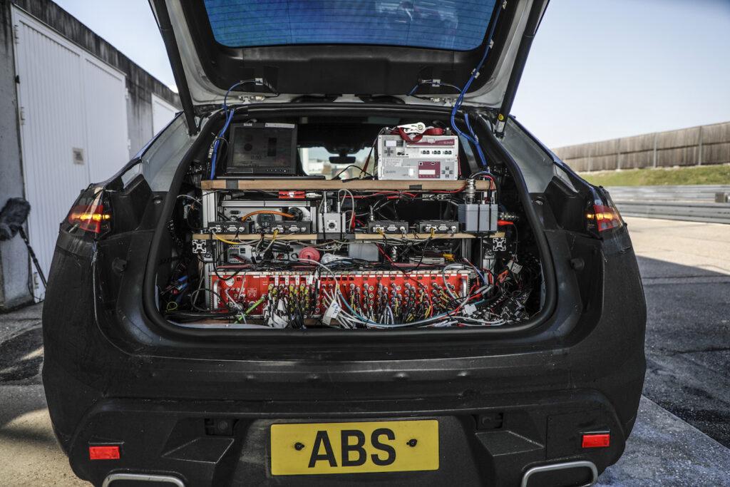 La Macan a trazione al 100% elettrica è pronta per viaggiare su strada.