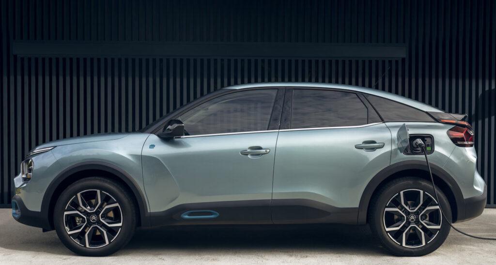 Nuova Citroen e-C4 electric offre fino a 350 km di autonomia