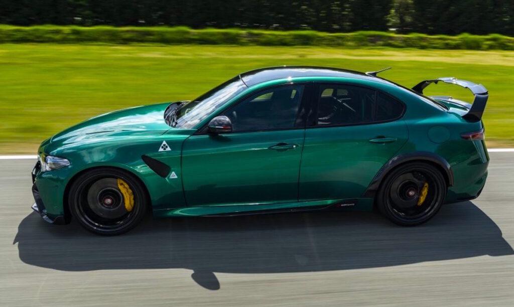 Giulia GTAm è in grado di adattare il carico aerodinamico su qualsiasi pista o strada